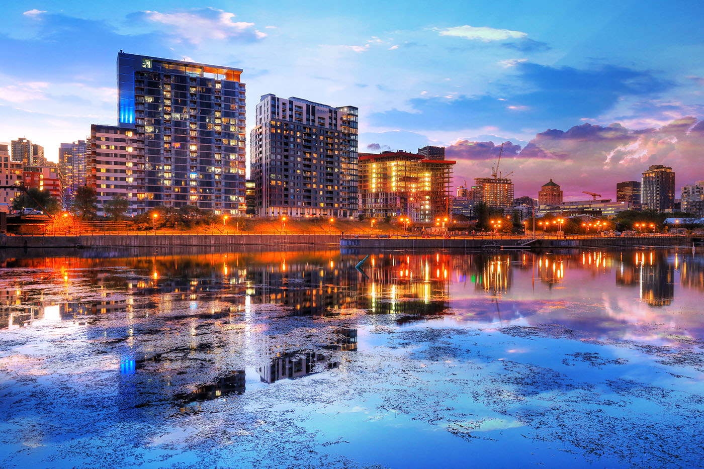 2020 Downtown Montreal City Water Reflection at Sunset - Royalty-Free Stock Imagery